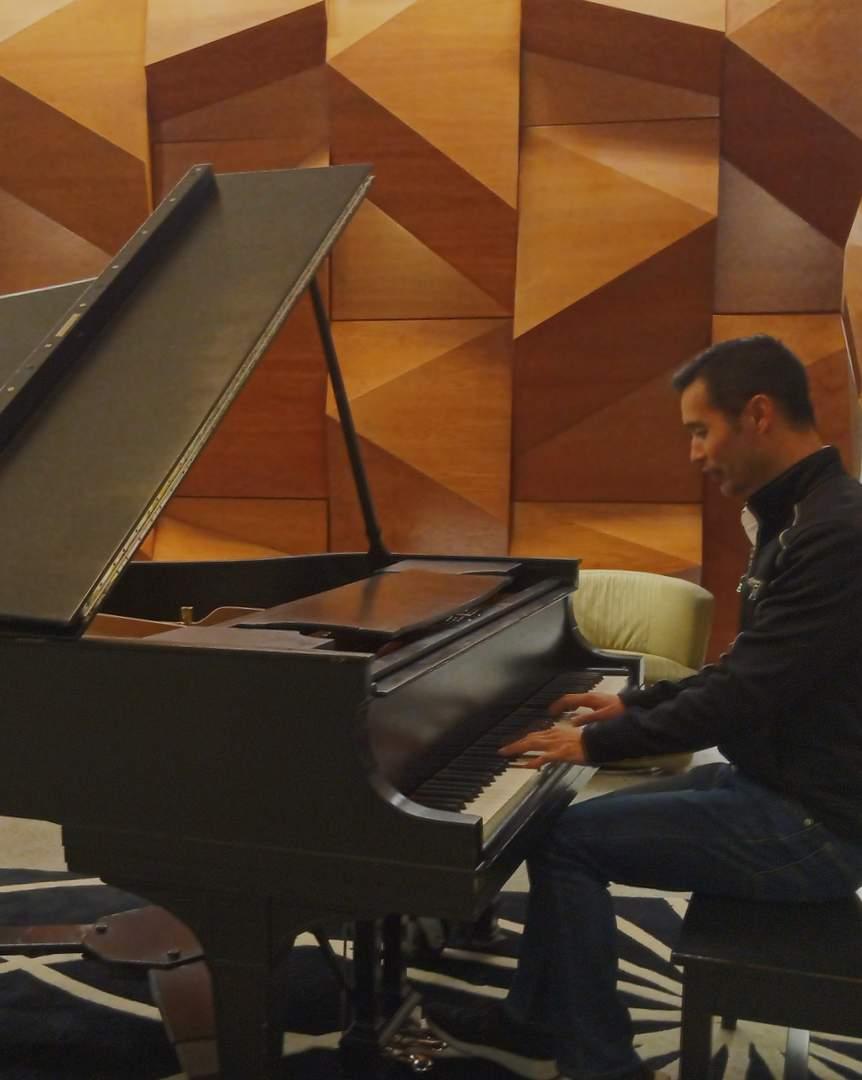 Felix Wong playing a Steinway piano