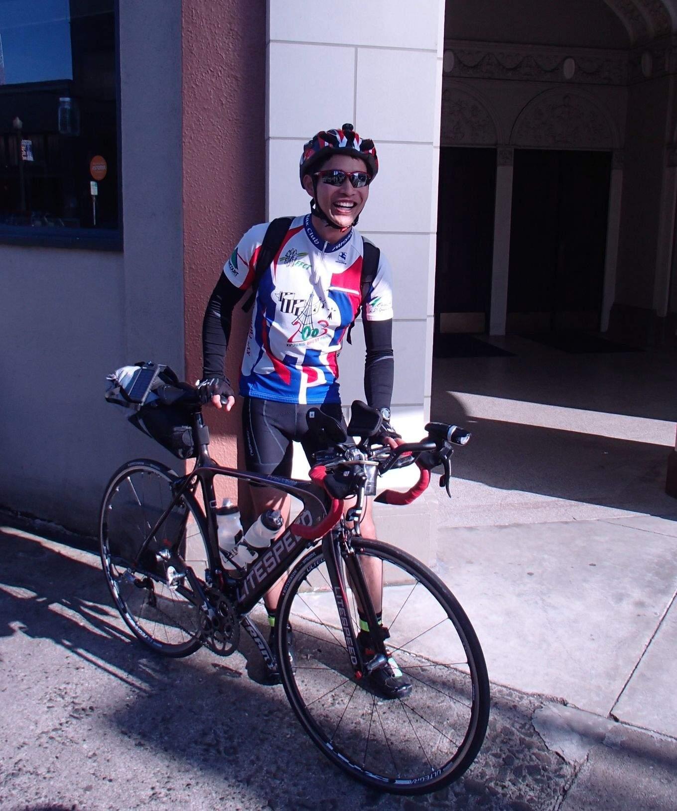 Felix Wong, black Litespeed Archon C2, blue white red cycling jersey, Trans Am Bike Race, Astoria, Oregon