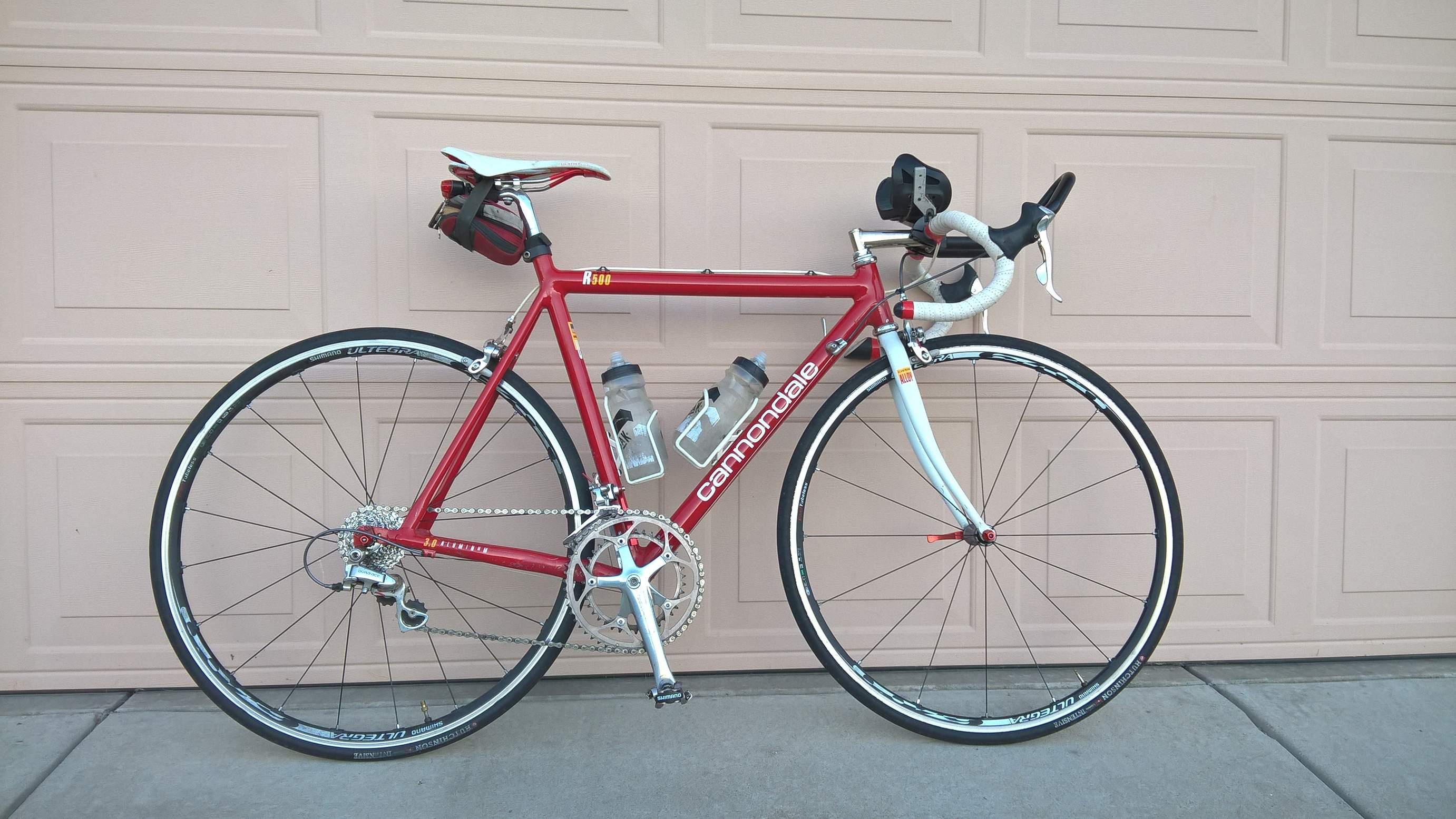 Cannondale R   Aluminum Road Bike Yakima Car Rack