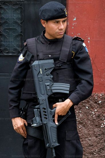 A typical Guatemalan police officer holding a hulking gun.  Photo: thefirearmblog.com.