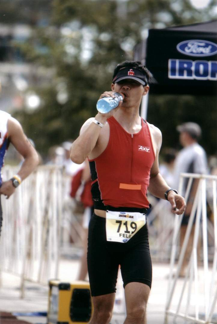 Felix Wong begins the run by drinking a concoction of Cool Ice Gatorade + Carbo-Pro. Photo: asiorders.com.