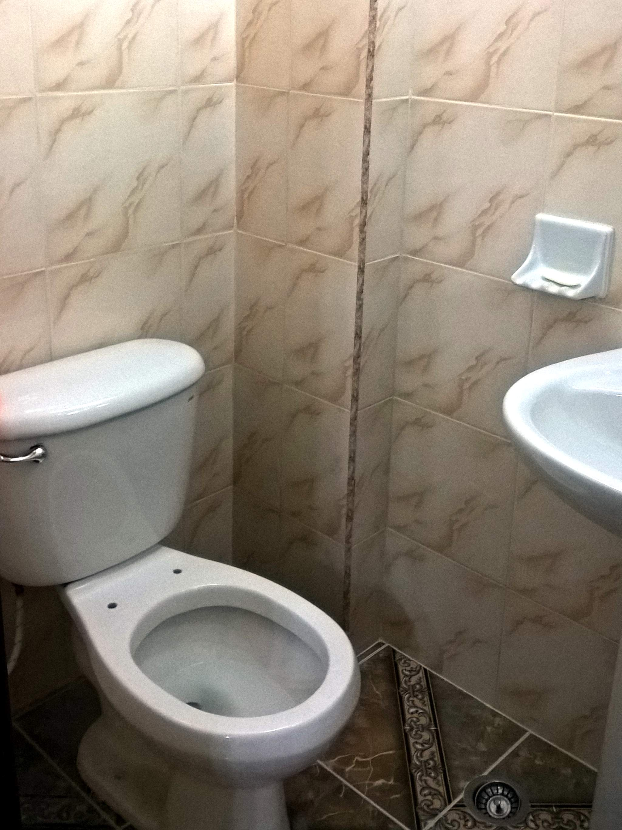 Most toilets on Cuba do not seem to have toilet seats and toilet paper, such as at this AirBnB in Havana.