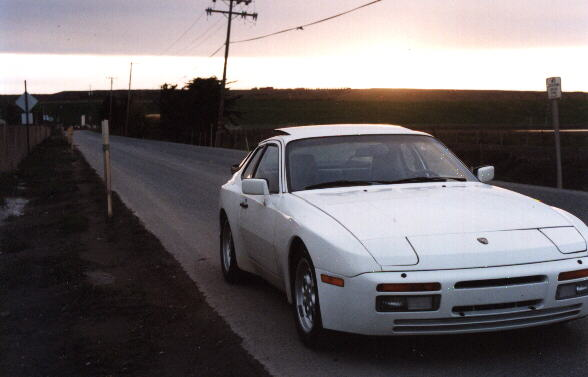 Featured photo for 1986 Porsche 944 Turbo