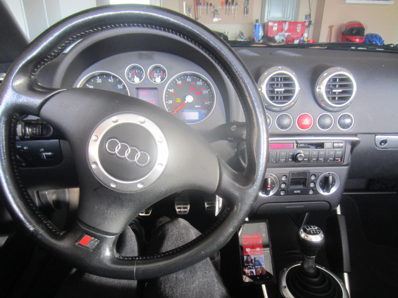 Smartphone Installation In An Audi Tt