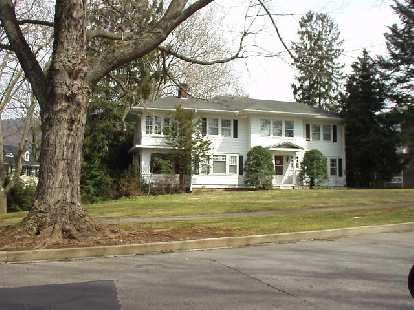 The homes in the vicinity of the Grove Park Inn were very large.