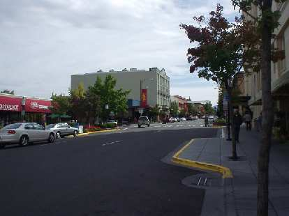 Even on Sunday morning downtown was vibrant with lots of people dining at the cafes or shopping at the boutique stores.