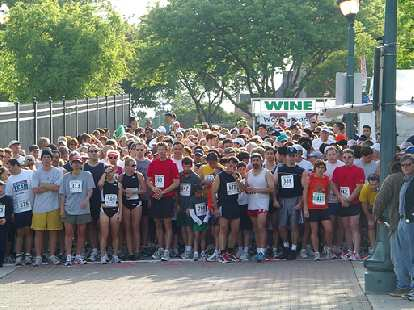 The starting line for the 5k run.  Can you find me in here? (Hint: 2nd row.)