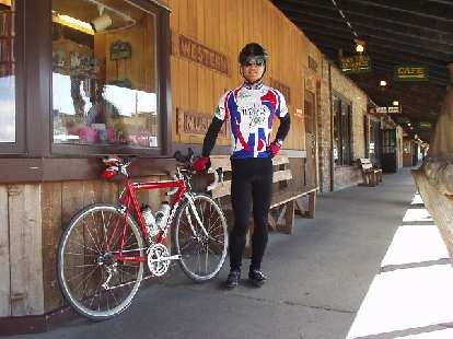 [Mile 103, 2:41 p.m.] Canny & Felix Wong at the front of Wall Drug, which had a cafe and souvenir shop.