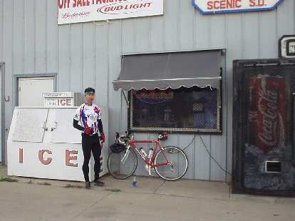[Mile 35.3, 9:30 a.m.] Felix Wong at Lee's Place in Scenic, the first checkpoint.