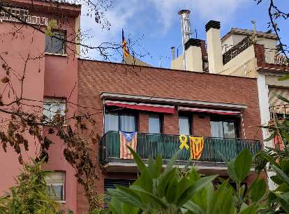 In Barcelona, there were lots of displays of yellow ribbons and the Catalan flag in support of Catalonia independence and freeing the political prisoners who were in jail for sedition.