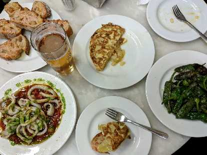 My friend Eli and I had dinner at El Xampanyet, a Catalonian restaurant. We ordered bread with tomato, Spanish omelette, squid, sauteed green peppers, and beer.