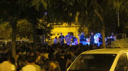 Another band playing during the Festig