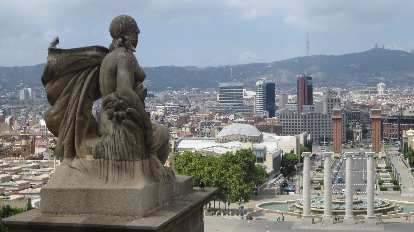 Statue overlooking the Magic fountain of Montju
