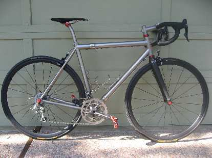 Akin Dirik's Eriksen S&S-coupled road bike with Ligero ceramic wheelset and red anodized accents.