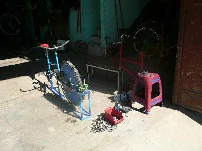 Bicimacademia (bicycle macadamia sheller).