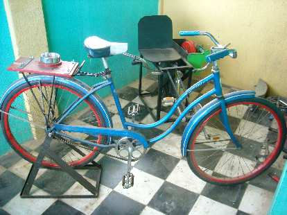 Another bicilicuadora (bicycle blender).