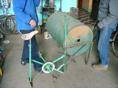 An experimental bicilavadora (washing machine).