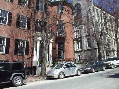 I used to think Berkeley had the highest Saab-per-capita ratio in the States, but Boston beats it!  Also, there were a ton of VWs.  This picture also shows the typical townhome architecture in Beacon Hill.