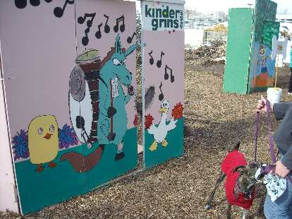 Kindergrins booth.