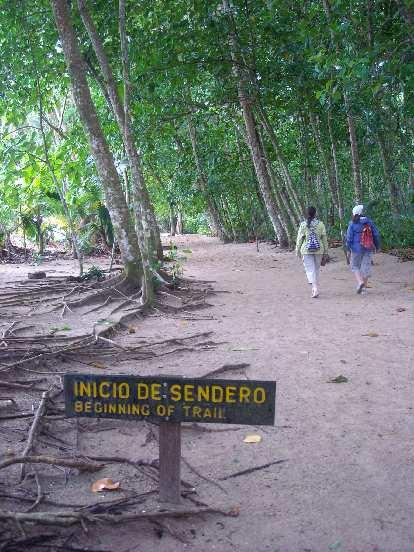 """Inicio de sendero"": Beginning of the trail."