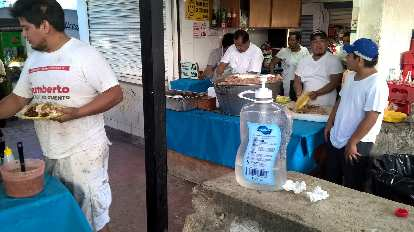 Mexicans selling and eating tacos in Cancún