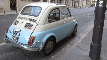The original Fiat 500 in Paris looks so tiny (much smaller than a 2013 Fiat 500).