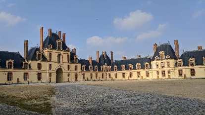 Outside the Château de Fontainbleau.