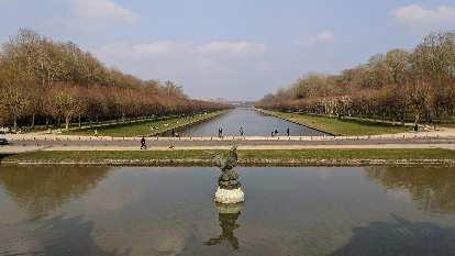 Le Grand Canal near the Château de Fontainbleau.