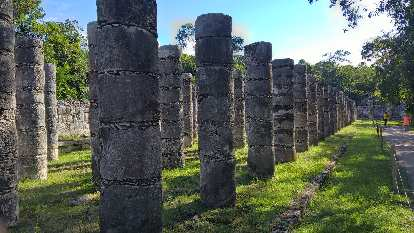 columns of El Palacio, Chichén Itzá