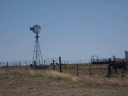 There were lots of windmills (to pump water) in Kansas and Oklahoma, although a sign in Kansas said they were slowly becoming extinct.