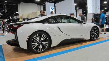white 2016 BMW i8