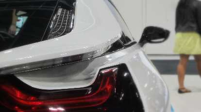 rear wing of white BMW i8