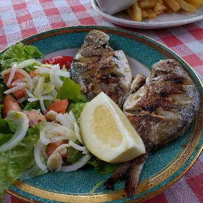 This menú de día included salad, fish, French fries, and wine.