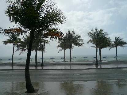 But as my luck would have it, the moment I stepped onto sand, it started pouring!