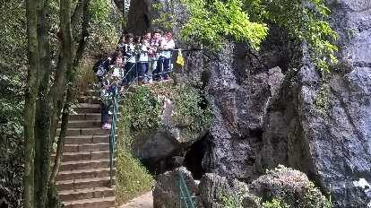 School children touring the Fujian Linyin Stone Forest.