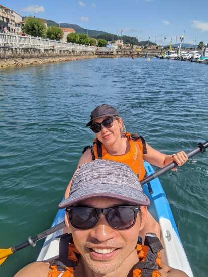 Felix and Andrea kayaking in Combarro using a kayak rented from the Lost Tourist.