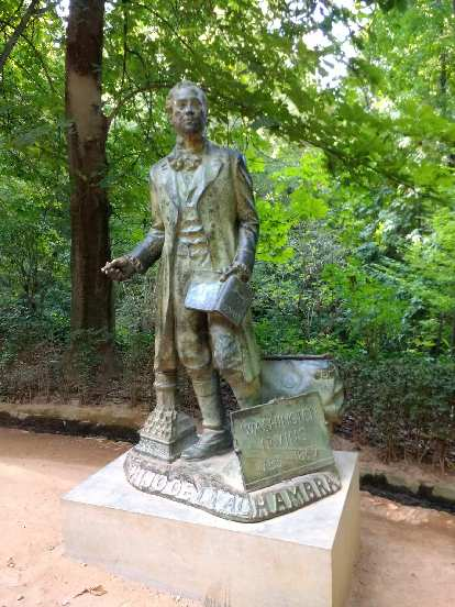 Washington Irving statue at the Alhambra.