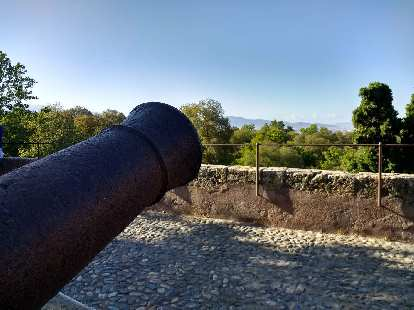 Canon pointed towards Granada.