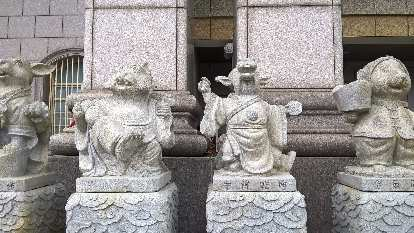 Stone statues outside a jewelry shop in the Xincheng Township of Hualien County, Taiwan.
