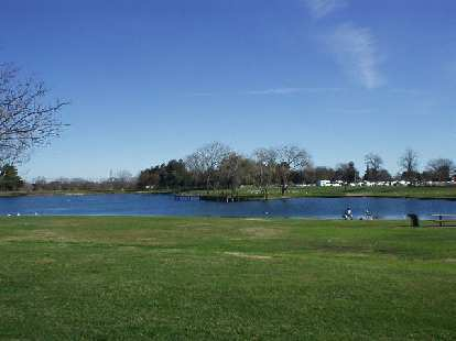 The Jedediah Smith Ultra was at Grant Ranch in Folsom, with part of its 3.38-mile loop encircling this lake.  For the 50km Ultra, we had to run >9 laps.