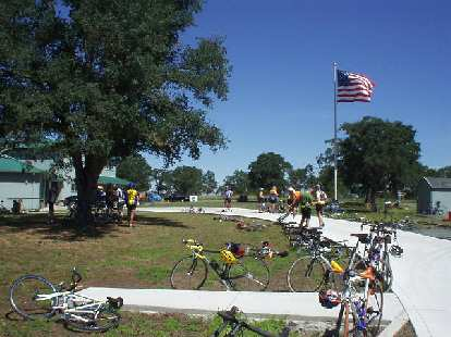 [Mile 51, 11:02 a.m.] Another view of the lunch stop with the American flag looming high above.  I'd only leave here shortly after 12:00 p.m., or 1 hour 15 minutes after I arrived.