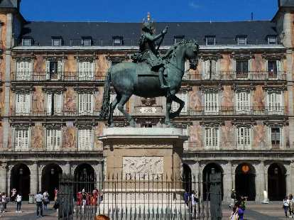 Another view of Horseman statue at Plaza Mayor.
