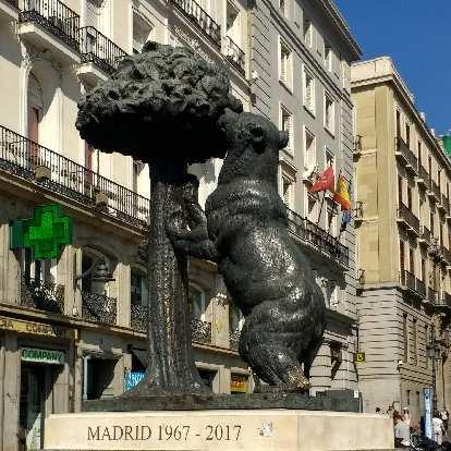 Estatua del Oso y el Madroño.