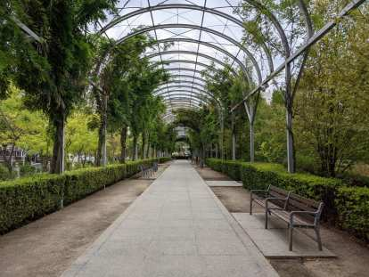 Cuarto Deposito: a park in the Charmatín district of Madrid with rose gardens and plenty of benches.