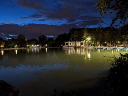 The lake at Parque del Retiro in Madrid.