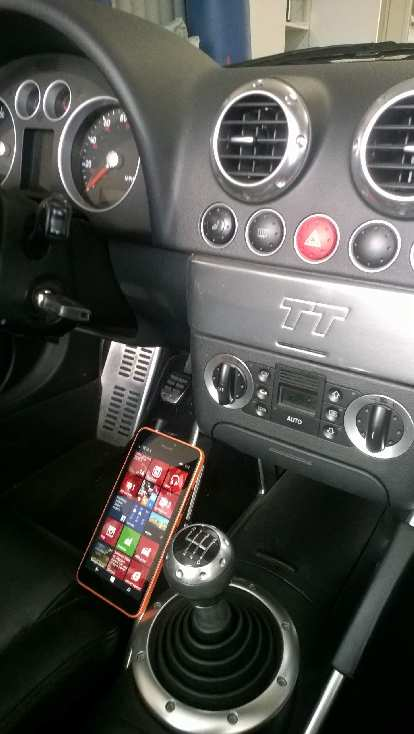 Microsoft Lumia 640 XL, center console side view, Audi TT