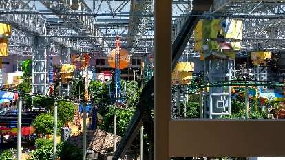 There is an amusement park inside the Mall of America.