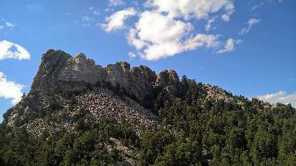 Mount Rushmore, clouds
