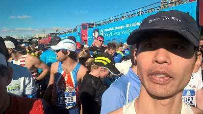 Felix Wong in the Wave 2A start for the 2016 New York City Marathon.