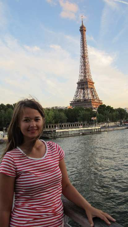 Katia and the Eiffel Tower.
